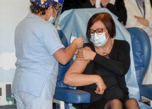 Prima vaccinata in Lombardia, Adele Gelfo Vanity Fair