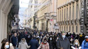Il centro di Milano preso d'assalto