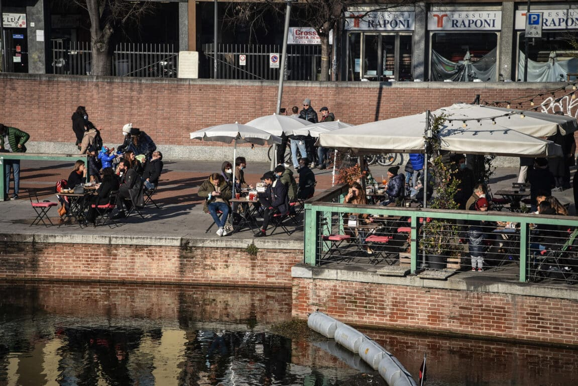 folla Milano zona gialla