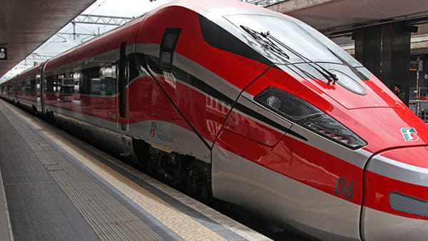 Dpcm spostamenti: treni e bus presi d'assalto