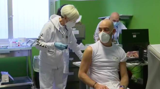 """Vaccino, Bassetti: """"Facciamolo tutti, non ci siano talloni d'Achille nel sistema sanitario"""" - Genova 24"""