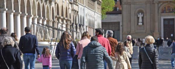 La Lombardia da lunedì torna in zona arancione: ecco cosa si potrà fare