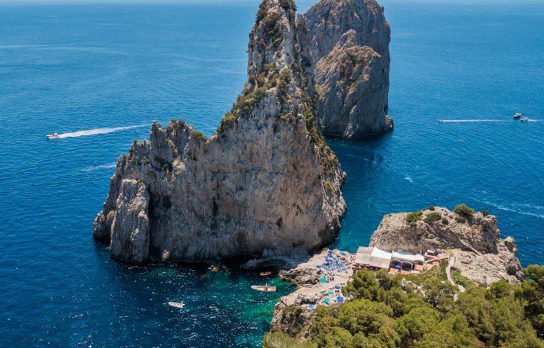 Vacanze Estate 2021: Ecco le mete più cercare su booking.com
