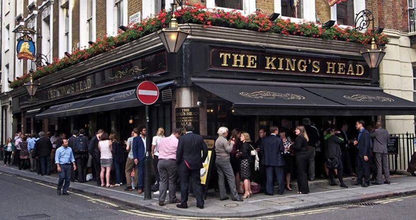 """A londra """"Sold Out""""per la riapertura di Bar e ristoranti: iniziata la ripartenza"""