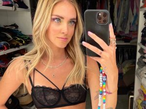 Chiara Ferragni in lingerie su Instagram per Intimissimi