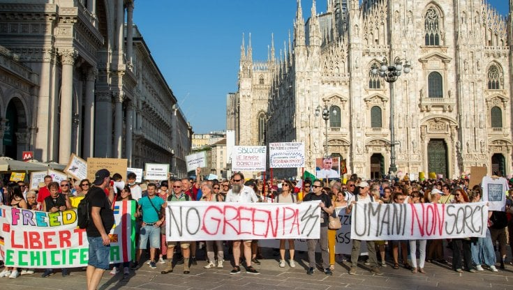 Milano protesta greenpass